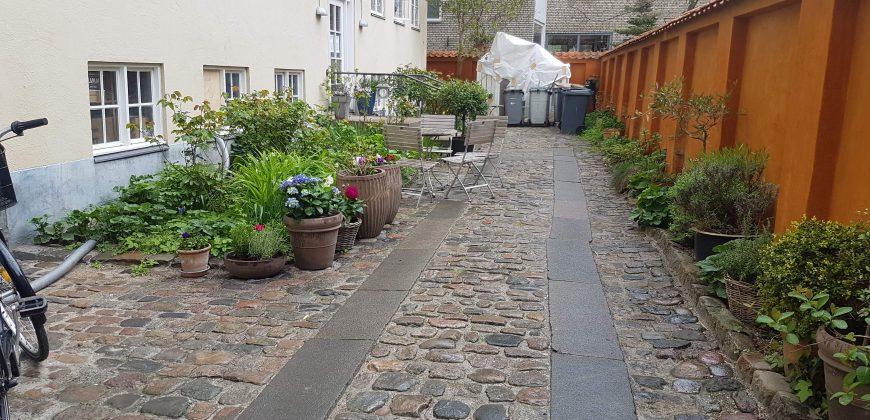1074 – Fin lejlighed på Christianshavn