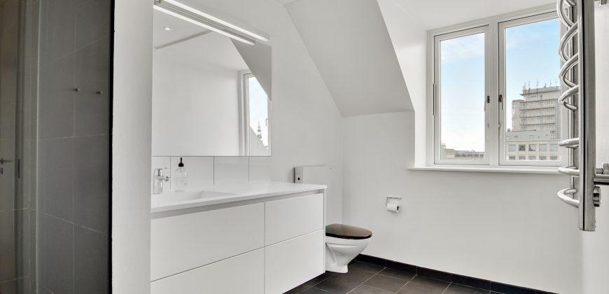 1141 – Smuk lejlighed i centrum med 2 badeværelser