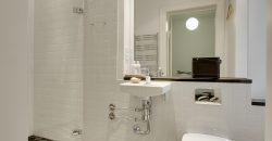1147 – Herskabelig lejlighed i centrum med 2 badeværelser