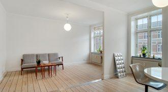 1240 – Dejlig møbleret lejlighed på Præstøgade