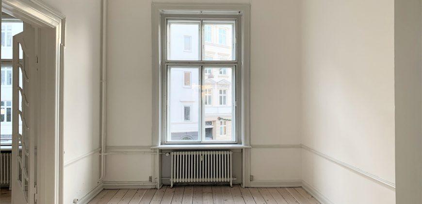 1381 – Unik gennemført bolig med privat p plads