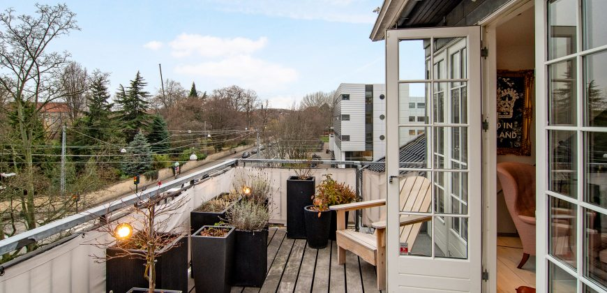 1254 – Luxury apartment with a view over the horticultural gardens. No CPR-registration.