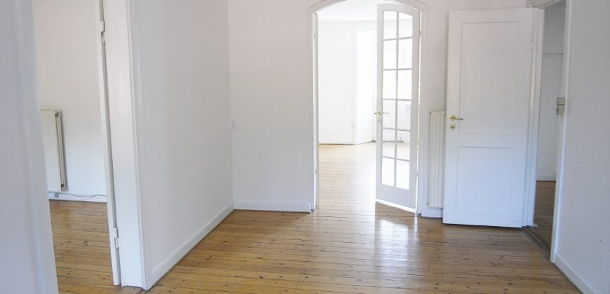 1364 – Treværelses lejlighed på Tomsgårdsvej