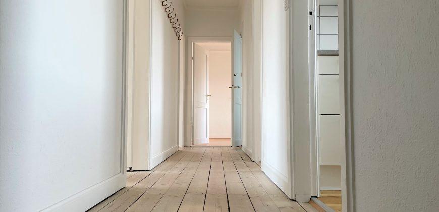 1557 – Fireværelses lejlighed tæt på Amagerbrogade