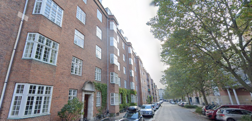 1630 – Stor lejlighed med to soveværelser midt på Østerbro