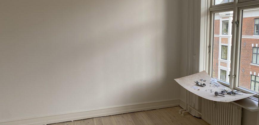 1633 – Smuk lejlighed ved Frederiksberg Allé